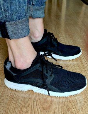 Adidas Sneaker - leichter Stoff, Ideal für den Sommer