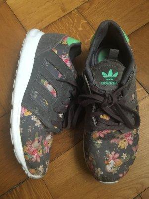 Adidas Sneaker mit Blumenprint
