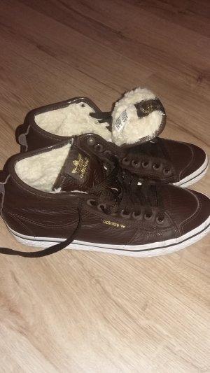 Adidas Sneaker mit Fell
