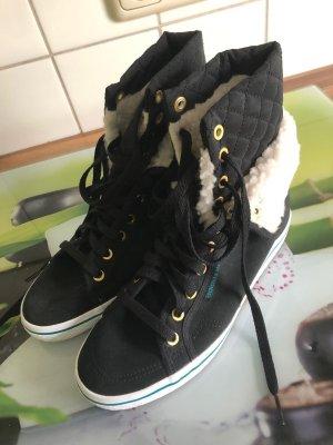 Adidas Sneaker mit Fell, Gr. 39