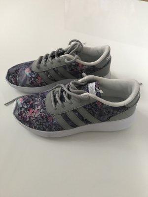 Adidas Sneakers NEU