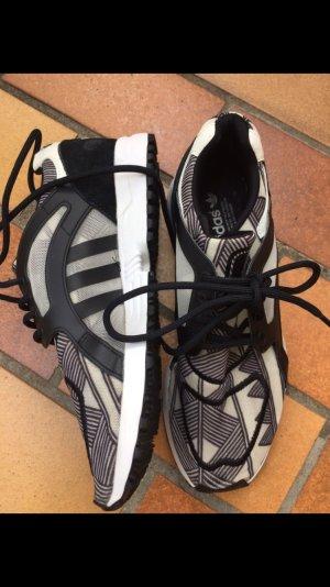 Adidas Sport Freizeit Schuh schwarz weiß Muster