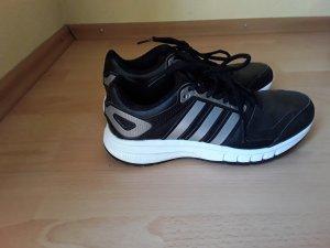 Adidas Sport-/Joggingschuhe