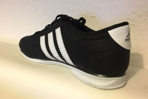 Adidas Sport Schuhe für Männer .. NEU !
