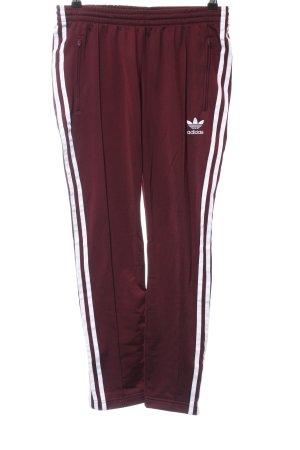 Adidas Sporthose bordeauxrot weiß Streifenmuster sportlicher Stil