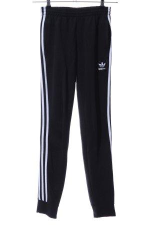 Adidas Sporthose schwarz-weiß Motivdruck sportlicher Stil