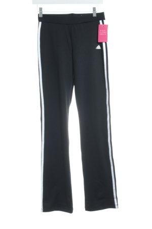 Adidas Sporthose schwarz-weiß Streifenmuster Boyfriend-Look