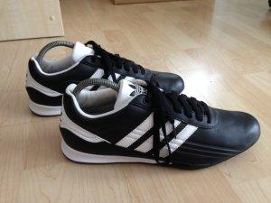 Adidas Sportschuhe in schwarz-weiss, tolle Form, wNEU