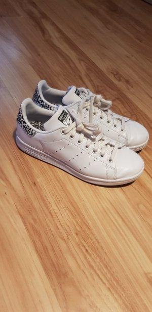 Adidas Originals Basket à lacet noir-blanc cassé