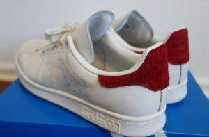Adidas Stan Smith mit rotem Fell