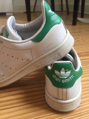 Adidas Stan Smith Sneaker mit grün hinten