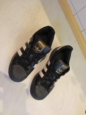 Adidas Superstar Schwarz-Weiß
