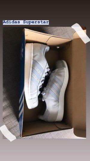 Adidas Superstar Sneaker in Grau/ Beige