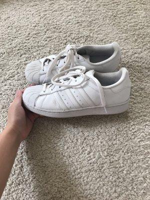 Adidas Superstar Sneaker in weiß