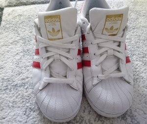 Adidas superstars.   .