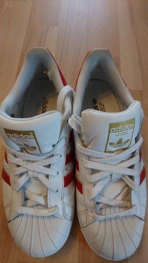 Adidas superstars.   .