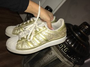 Adidas Superstars in Gold mit Pailletten