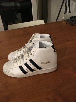 Adidas Superstars mit Keilabsatz