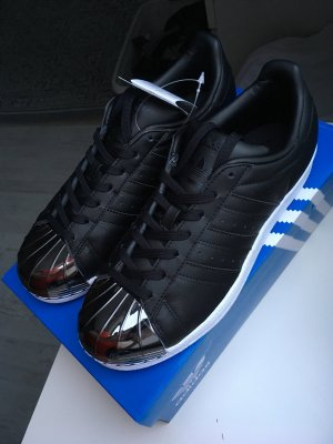 Adidas Superstars schwarz metal toe