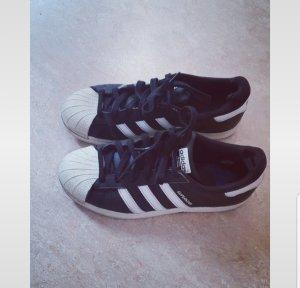 Adidas Superstars schwarz weiss