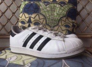 Adidas Superstars Sneakers, Gr. 37 1/3, NEU