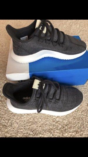 Adidas Tubular Schuhe