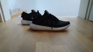 Adidas tubular schwarz
