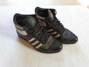 Adidas Turnschuhe schwarz silber Größe 5,5 UK