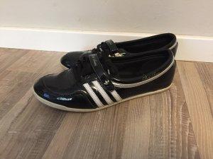Adidas Turnschuhe, schwarzes Lackleder