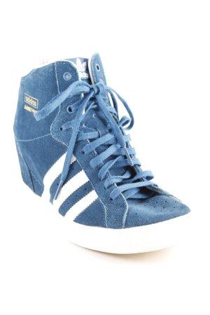 Adidas Wedge Sneaker kadettblau-weiß Streifenmuster sportlicher Stil