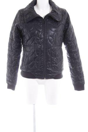 Adidas Chaqueta de invierno negro estampado acolchado look casual