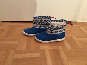 Adidas Winterschuhe in blau mit Wintermuster