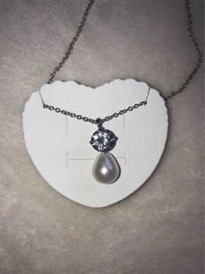 Collier de perles blanc cassé