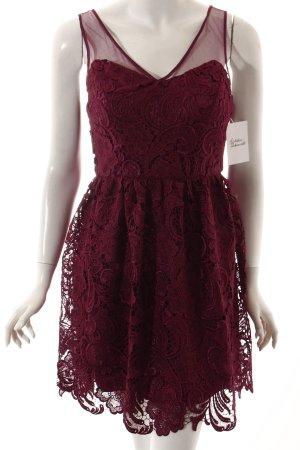 Adrianna Papell Robe Babydoll rouge framboise motif embelli élégant