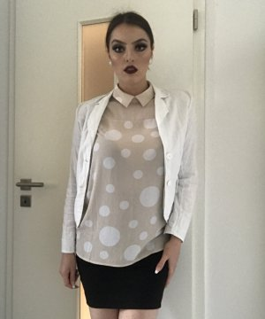 ärmellose bluse in hellbeige mit weißen punkten