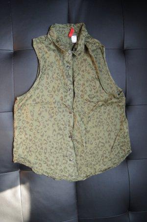 Ärmellose Bluse in Khaki mit Herzchenmuster von H&M