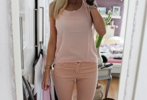 • Ärmellose Bluse in rosa