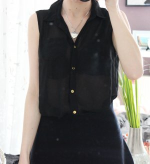 • Ärmellose Bluse in schwarz