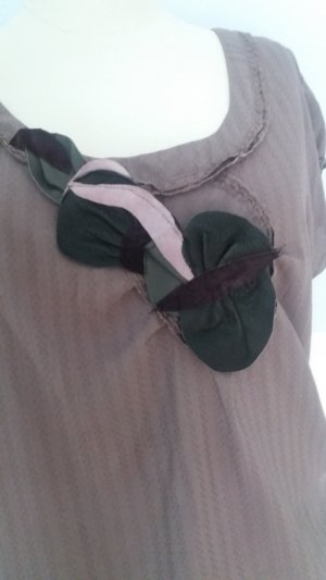 Ärmellose Bluse mit Lederapplikation