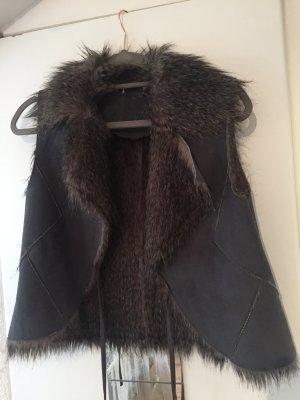 ärmellose Jacke aus Kunstfell