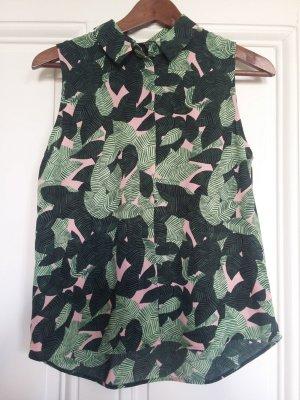 Ärmellose leichte Bluse mit Blättermotiv in Grüntönen von Monki