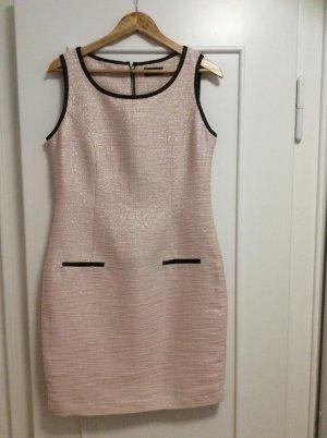 Ärmelloses elegantes Kleid im Chanelstil