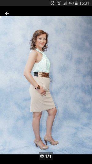 Ärmelloses Kleid mit Gürtel