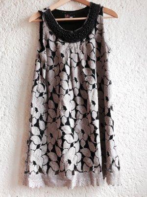 Ärmelloses Kleid mit Perlen und Spitzenblumen