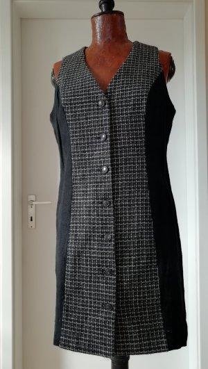 Ärmelloses Kleid mit raffinierten Detail