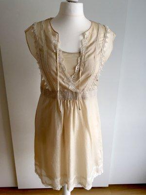 Ärmelloses Kleid mit Spitze