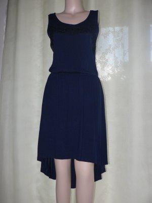 Ärmelloses Kleid mit Stickerei