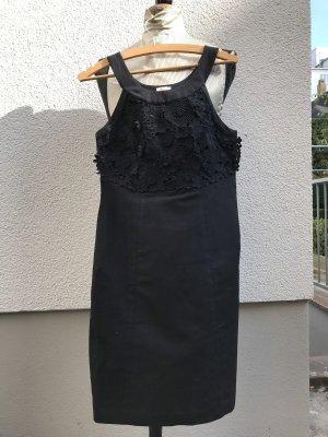 Ärmelloses Kleid, schwarz mit Spitze vorne