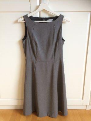 Ärmelloses Kleid von H&M in grau