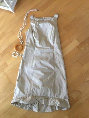 Ärmelloses Sommerkleid in Größe 38, mit handbreitem Saum in hellbeige